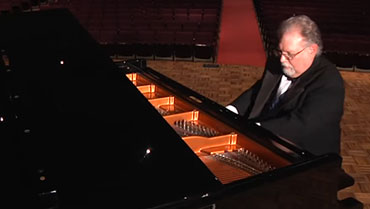 Professor Kenn Willson performs Beethoven