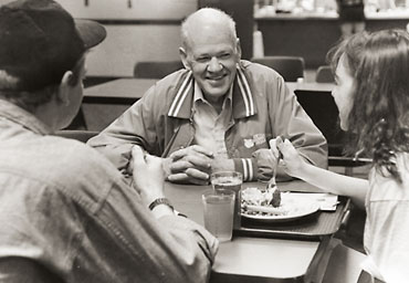 Hiebert shares a meal and conversation with George Fox students in 1993